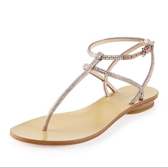 Pelle Moda Women/'s Becca T Strap Thong Sandals Gold Silk